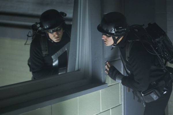 woody_harrelson_defendor_trying_to_find_his_way_out_in_the_8x10.jpg