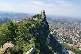 San Marino, a hegyen felejtett városállam