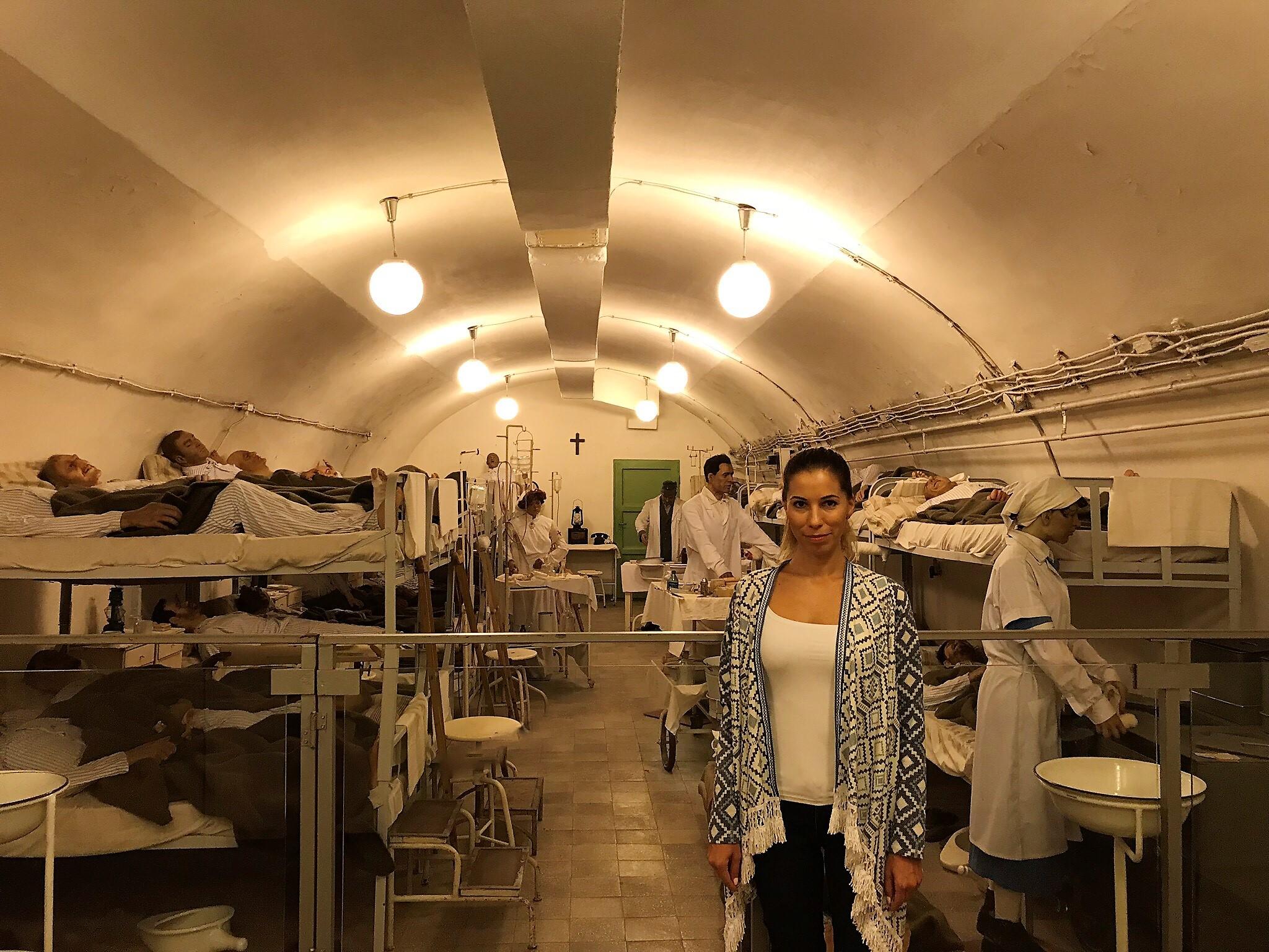 Eredetileg 60 fősre tervezték a kórház kapacitását, amelyet később megdupláztak. A háború idején a kórházban és a barlangrendszer környező termeiben csaknem csaknem 700 sebesültet láttak el megfeszített, emberfeletti munkával az orvosok és nővérek. Nemcsak magyar katonákat, hanem németeket is.