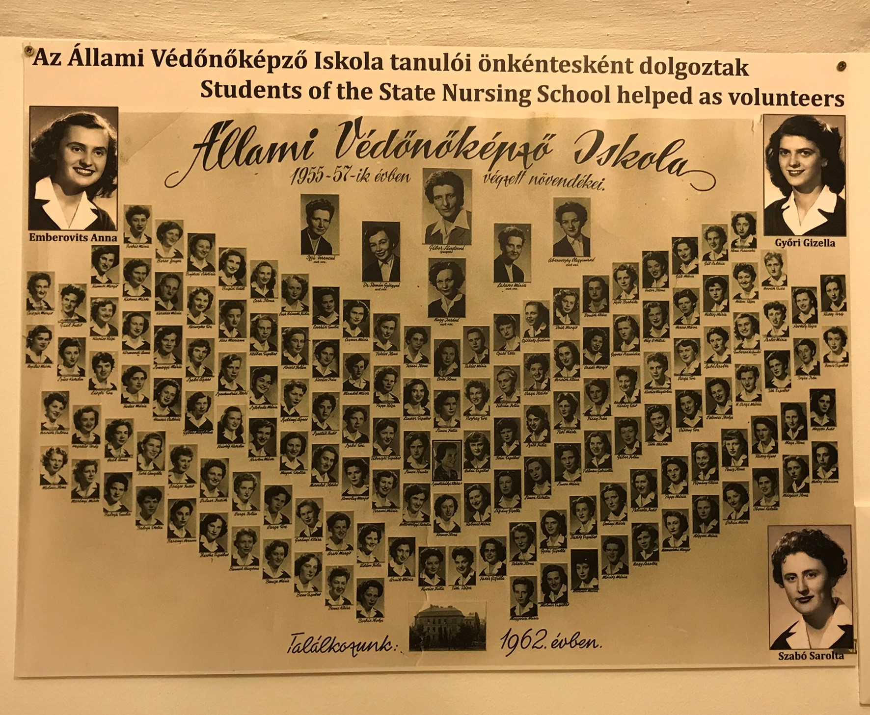 Az egykori nővérképző iskola növendékei, akik közül sokan itt dolgoztak a kórházban. Győri Gizi néni is, aki az 1956-os forradalom idején egy szovjet kiskatonát ápolt, mellette rengeteg magyart is. Tőle és még ma is élő nővérek elmeséléseiből, valamint történeti kutatómunkából állt össze a  körkép, hogy mi történt pontosan fél évszázaddal ezelőtt.