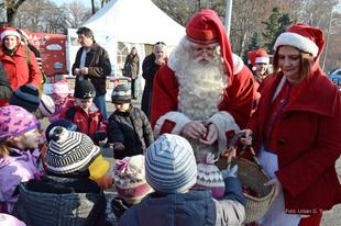 Adakozás és hobbi, avagy Mikulásgyár a kulisszák mögül-Interjú/Taking a look behind the scenes of the Santa Claus Factory and how to donate-Interview
