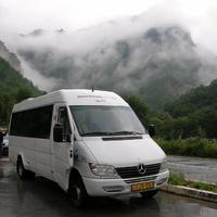 Autóbusszal Albániában