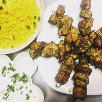 Perzsa csirkenyársak, sáfrányos rizzsel