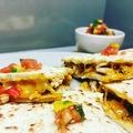 Ízig-vérig mexikói quesadilla- pikáns pico de gallo salsával