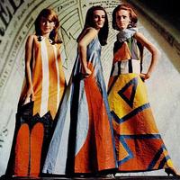 Papírba öltözött nők