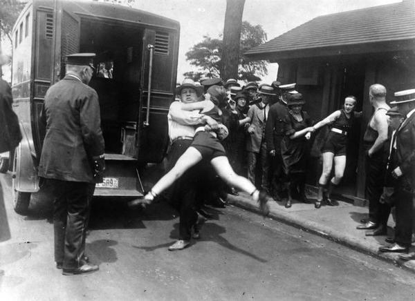1922_chicago_arrest_for_showing_legs.jpg