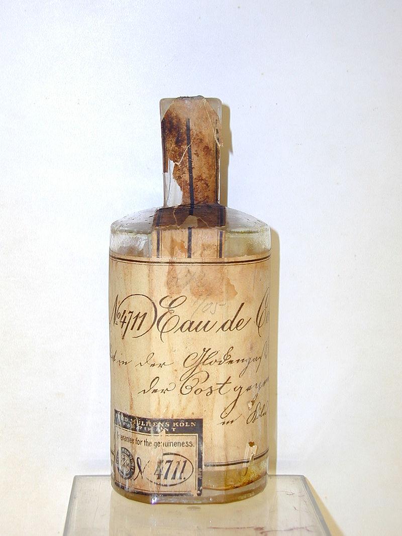 800px-1885-Molanus-Flasche_4711_1885-bol.JPG