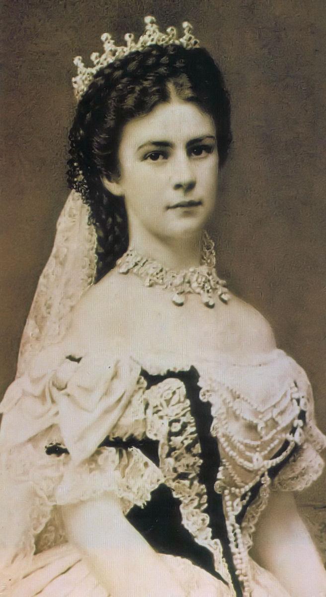 Erzsebet_kiralyne_koronazasi-ruha_1867.jpg
