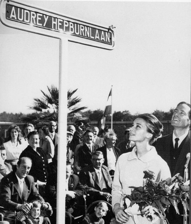 audreyhepburn_street_holland_1959.jpg