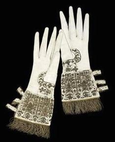 coronation_gloves_1566.jpg