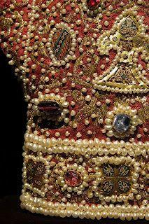 coronation_gloves_detail_1220.jpg