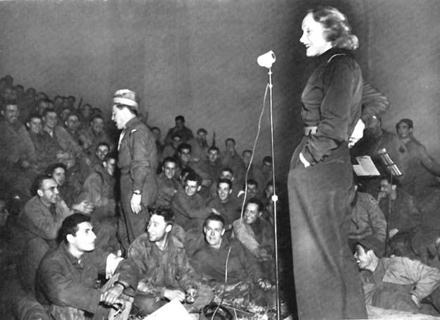 dietrich_frontkoncert_1944.jpg
