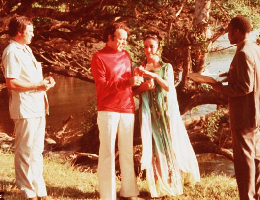 elizabethtaylor_richardburton_botswana1975_2.jpg