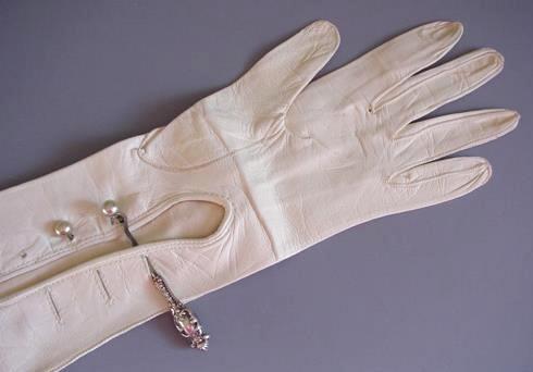 gloves_button_hook_2.jpg