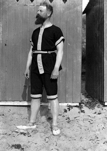 man_bathing_suit_1902_france.jpg