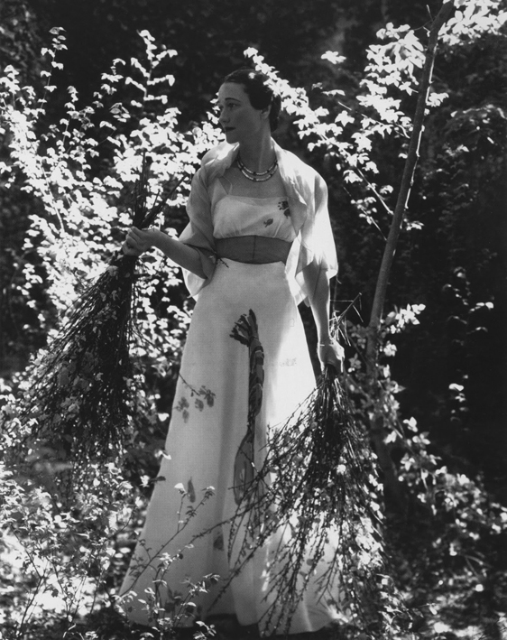 wallis_simpson_in_lobster_dress_1937.jpeg
