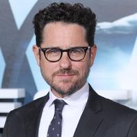 'Star Wars IX': J.J. Abrams forgatókönyvet ír és rendez; eltolták a premiert