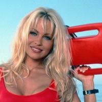51 fotó a ma 51 éves Pamela Andersonról (18+)