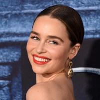 Isten éltesse a Sárkányok Anyját, Emilia Clarke-ot!