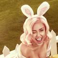 Miley Cyrus szexi nyuszis képekkel ünnepli a húsvétot