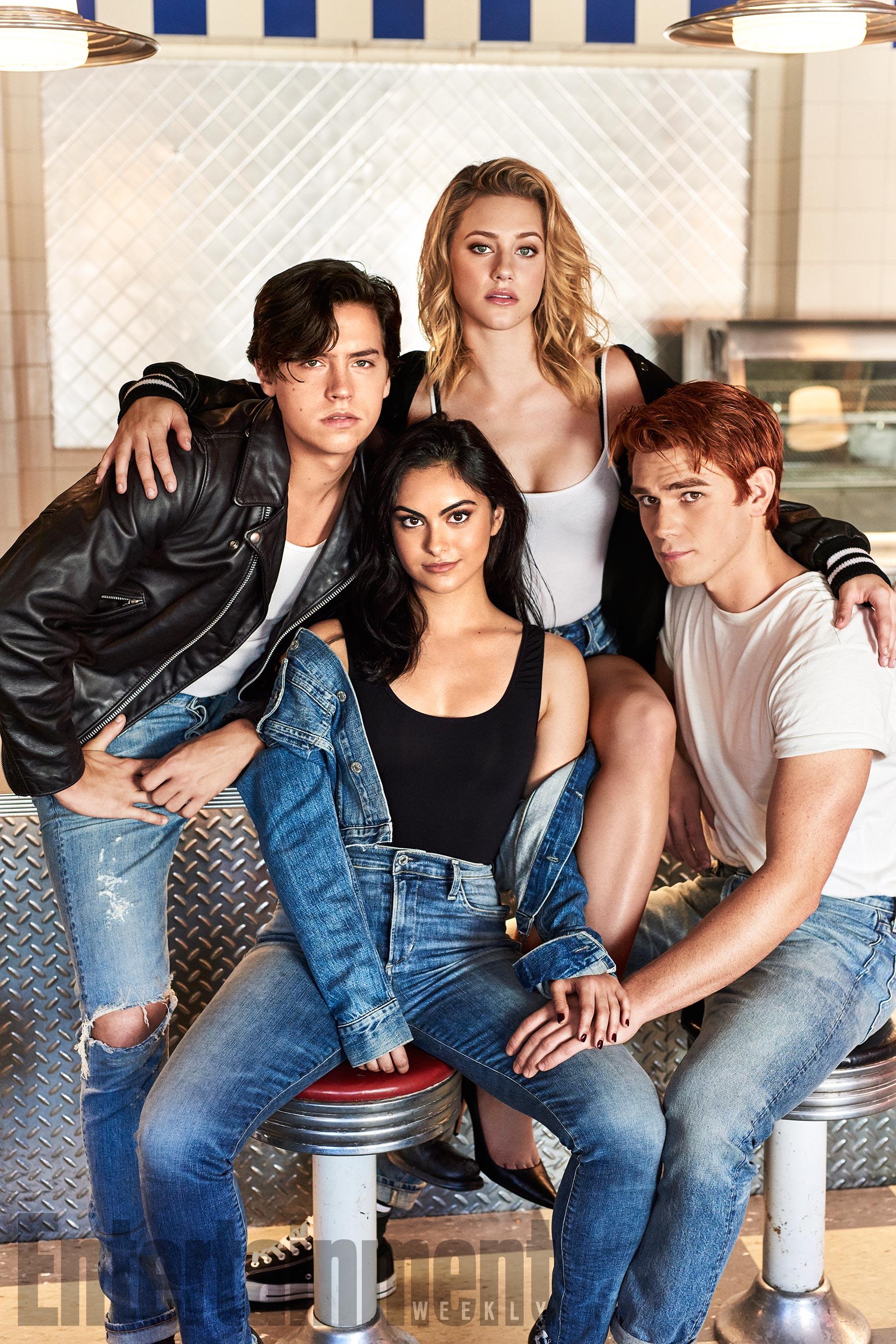 Cole Sprouse (Jughead Jones), Camila Mendes (Veronica Lodge), Lili Reinhart (Betty Cooper) és KJ Apa (Archie Andrews)