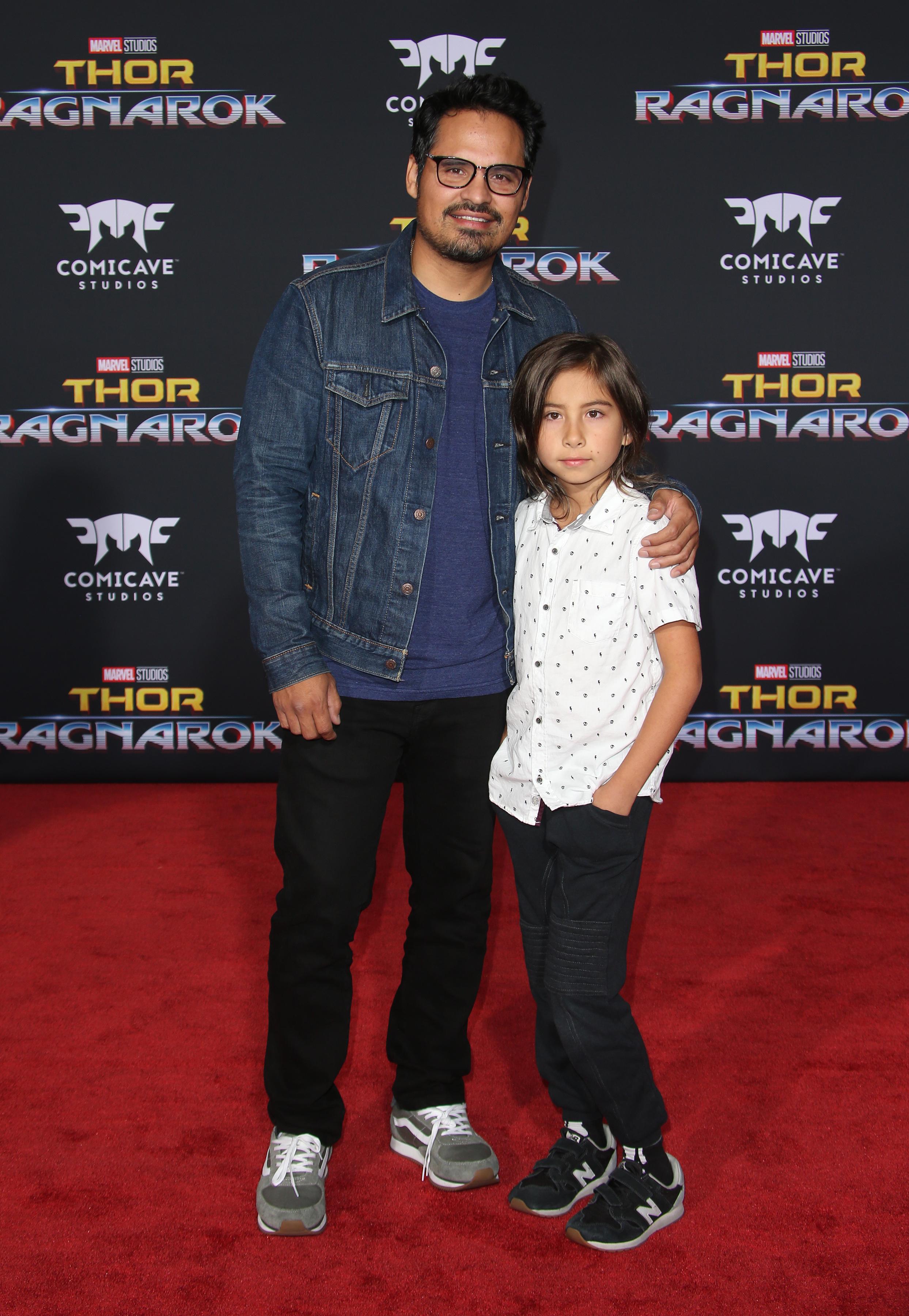 Michael Peña és kisfia