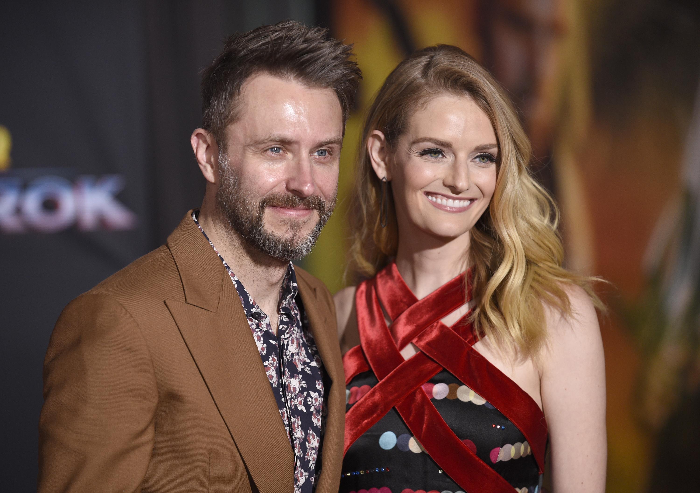 Chris Hardwick (bal) és Lydia Hearst