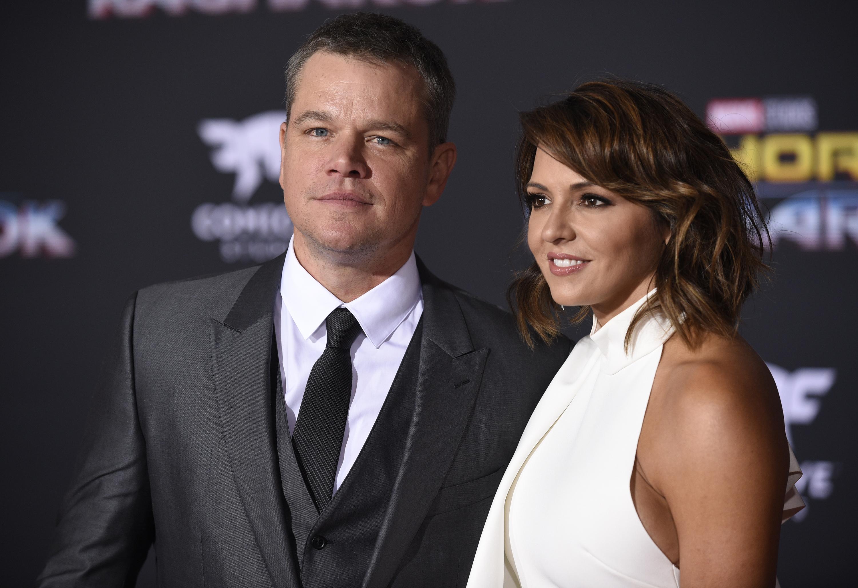 Matt Damon (bal) és Luciana Barroso