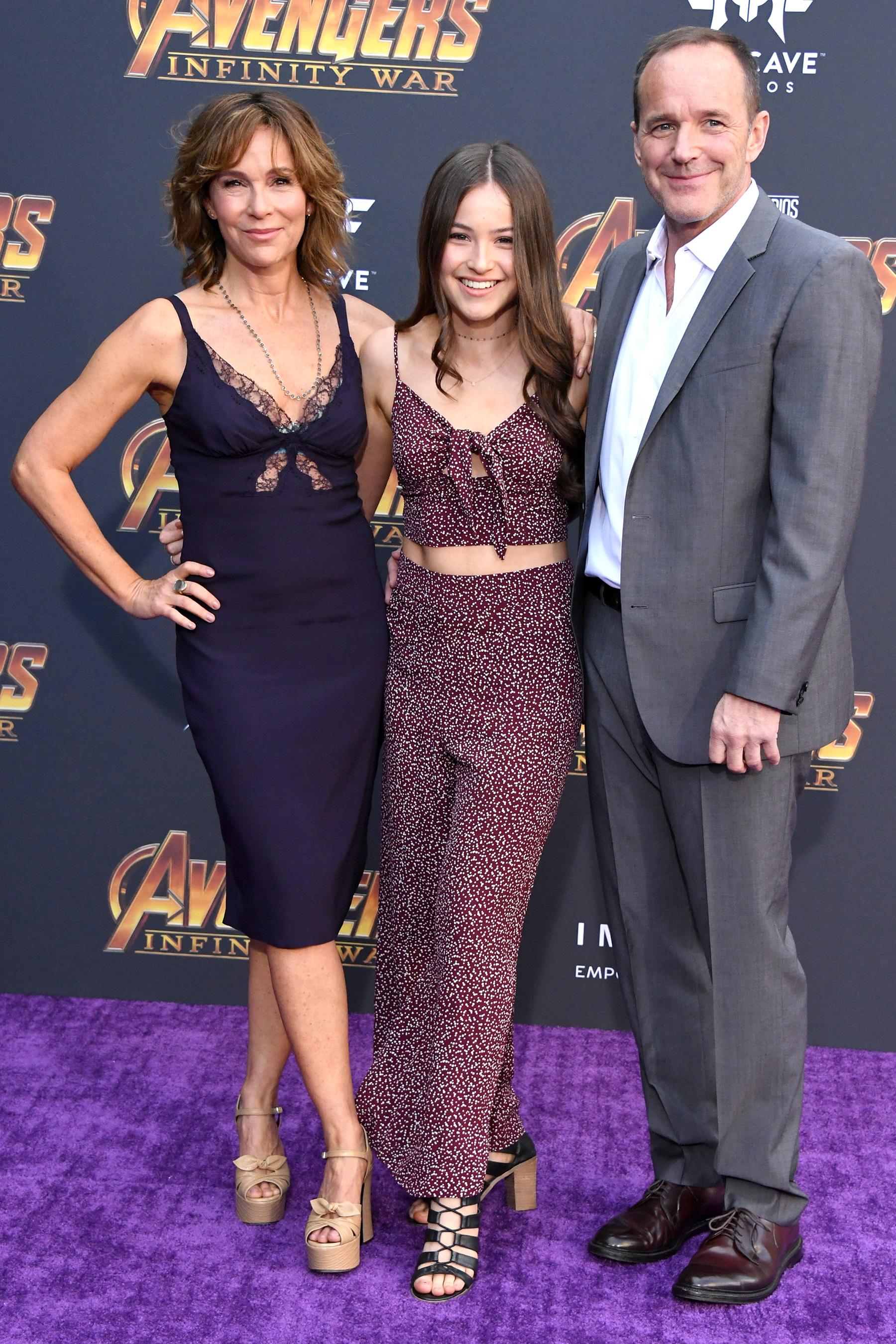 Jennifer Grey, Stella Gregg és Clark Gregg