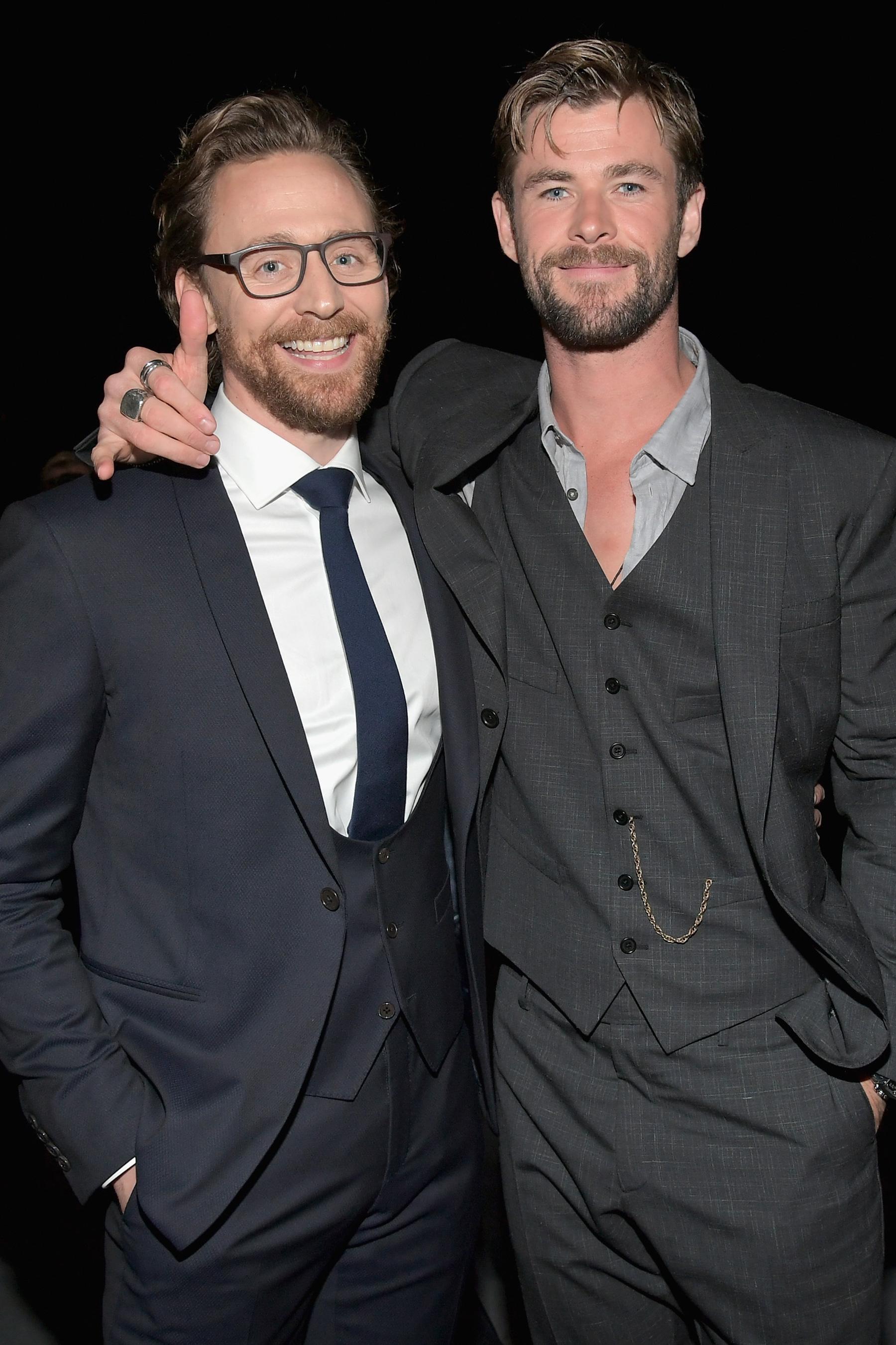 Tom Hiddleston és Chris Hemsworth