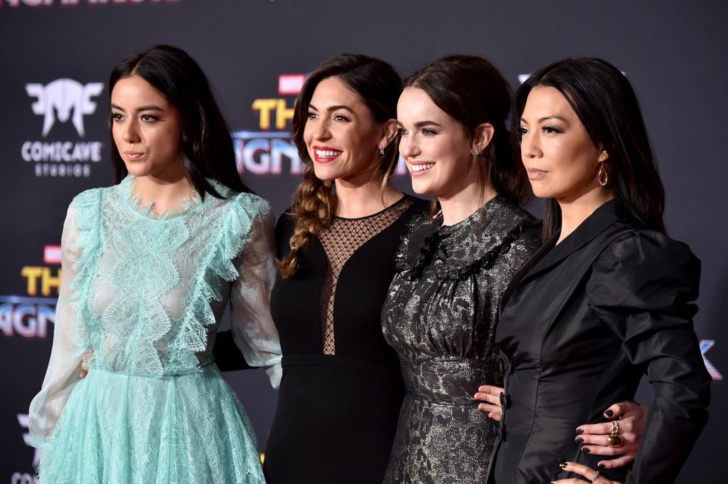 Balról jobbra: Chloe Bennet, Natalia Cordova-Buckley, Elizabeth Henstridge és Ming-Na Wen