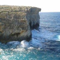 Földközi-tenger a szakadékban, világítótorony és a húsvéti körmenet