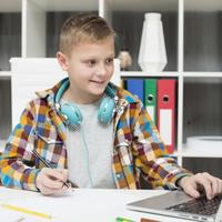 Az iskola kínszenvedés, miközben otthon önállóan tanul a gyerek