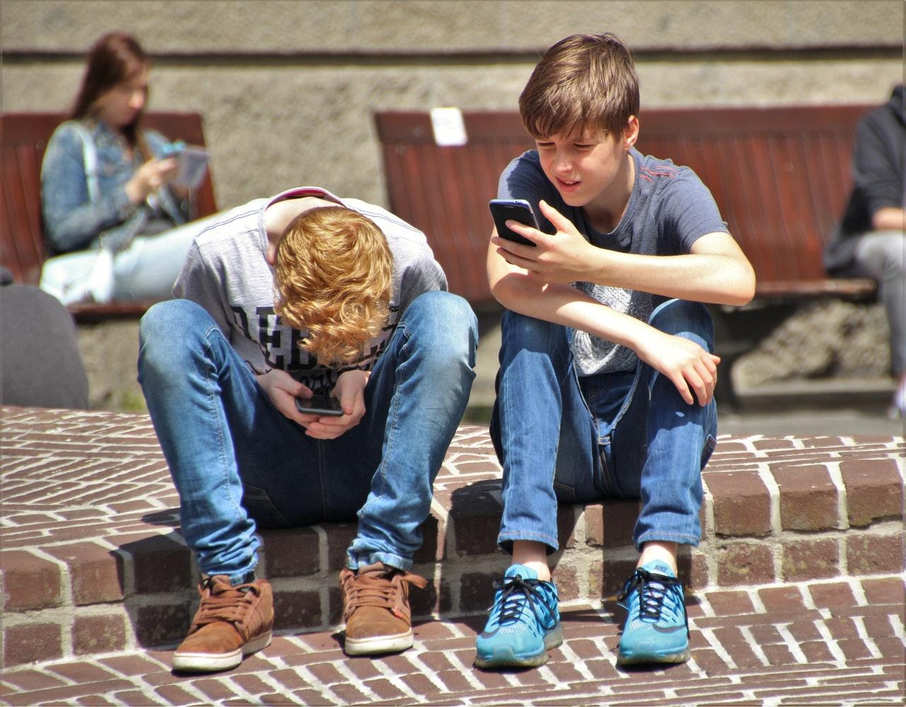 mobiltelefon_gyerekeknek.jpeg