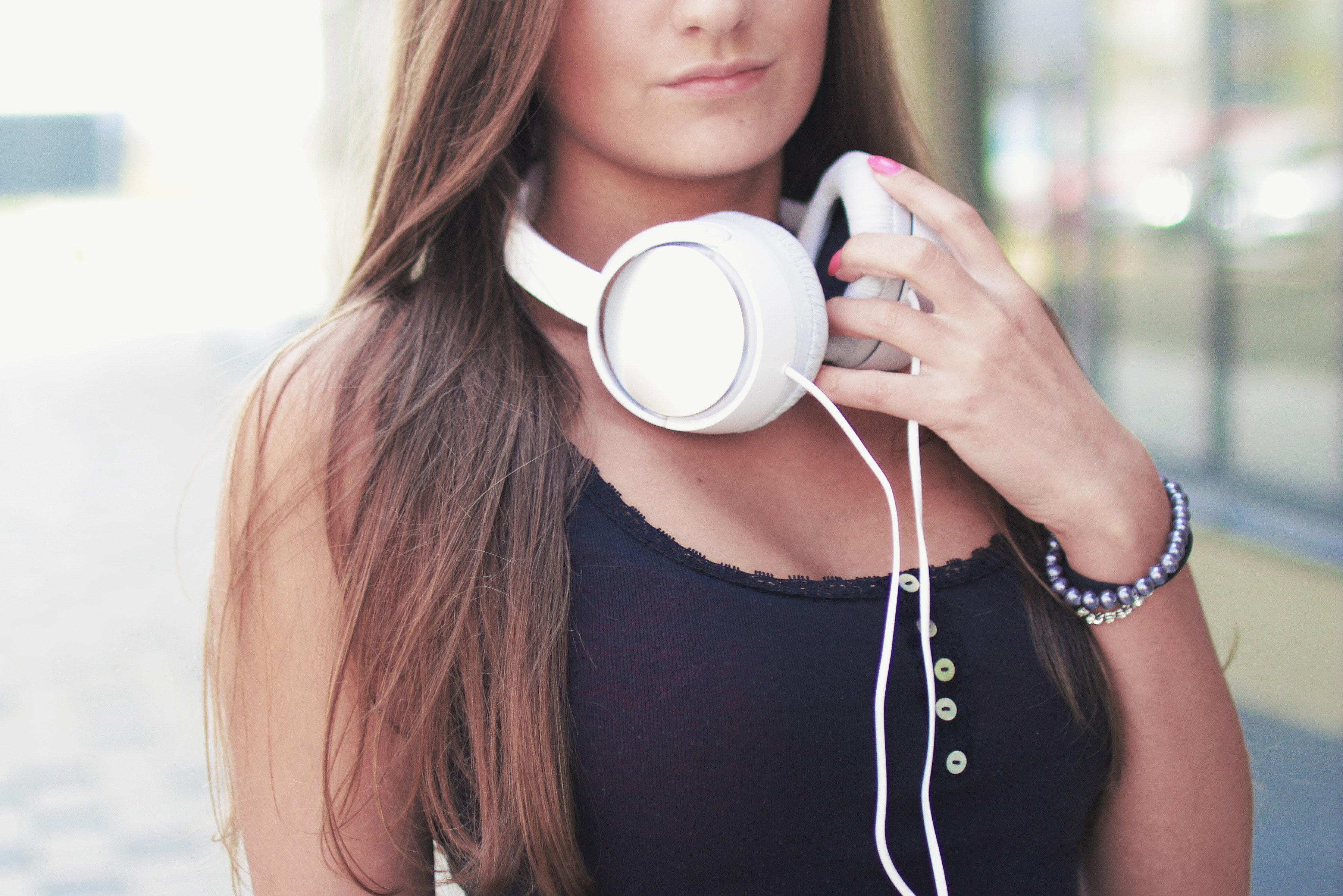 earphones-headphones-music-7422.jpg