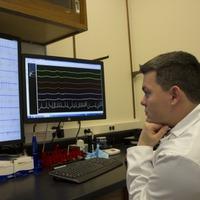 Epilepsziás betegeken segít az SZTE-kutatók agyi defibrillátora