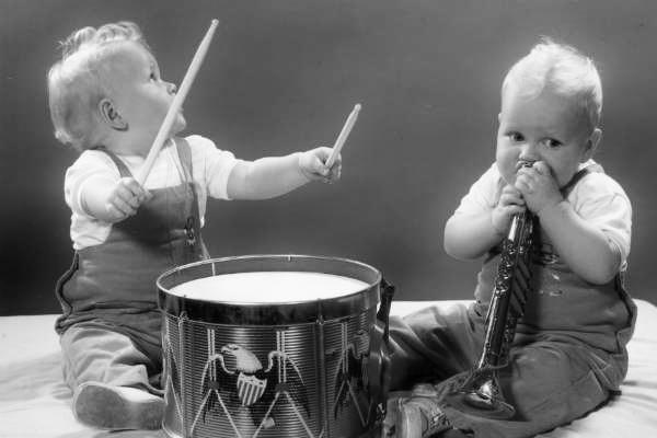 látható-hangok-zene-babák (600x400).jpg