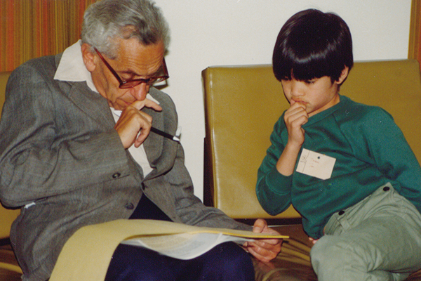 mathematician_paul_erdos_and_child_prodigy_terence_tao_discuss_mathematics_1985.jpg
