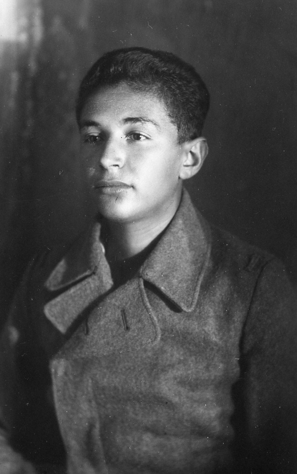 rabai_imre_a_lager_utan_munchenben_nemet_katonai_ruhaban_1946_augusztus.jpg
