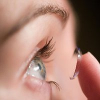 Elvakult kontaktlencse-viselés
