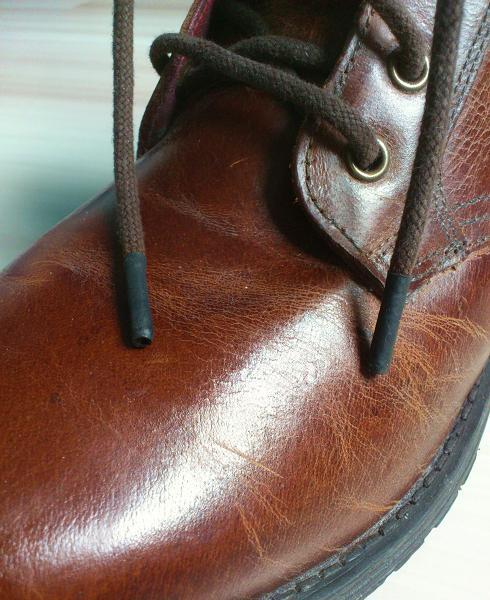 DIY aglets frayed shoelaces repair close up.jpg