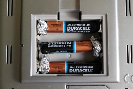 aaa_in_aa_battery_compartment.jpg