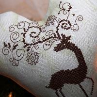 KERESZTSZEMES - Karácsonyi szarvas