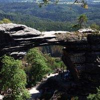 Mesebeli túra a Cseh Svájc óriási sziklakapujához
