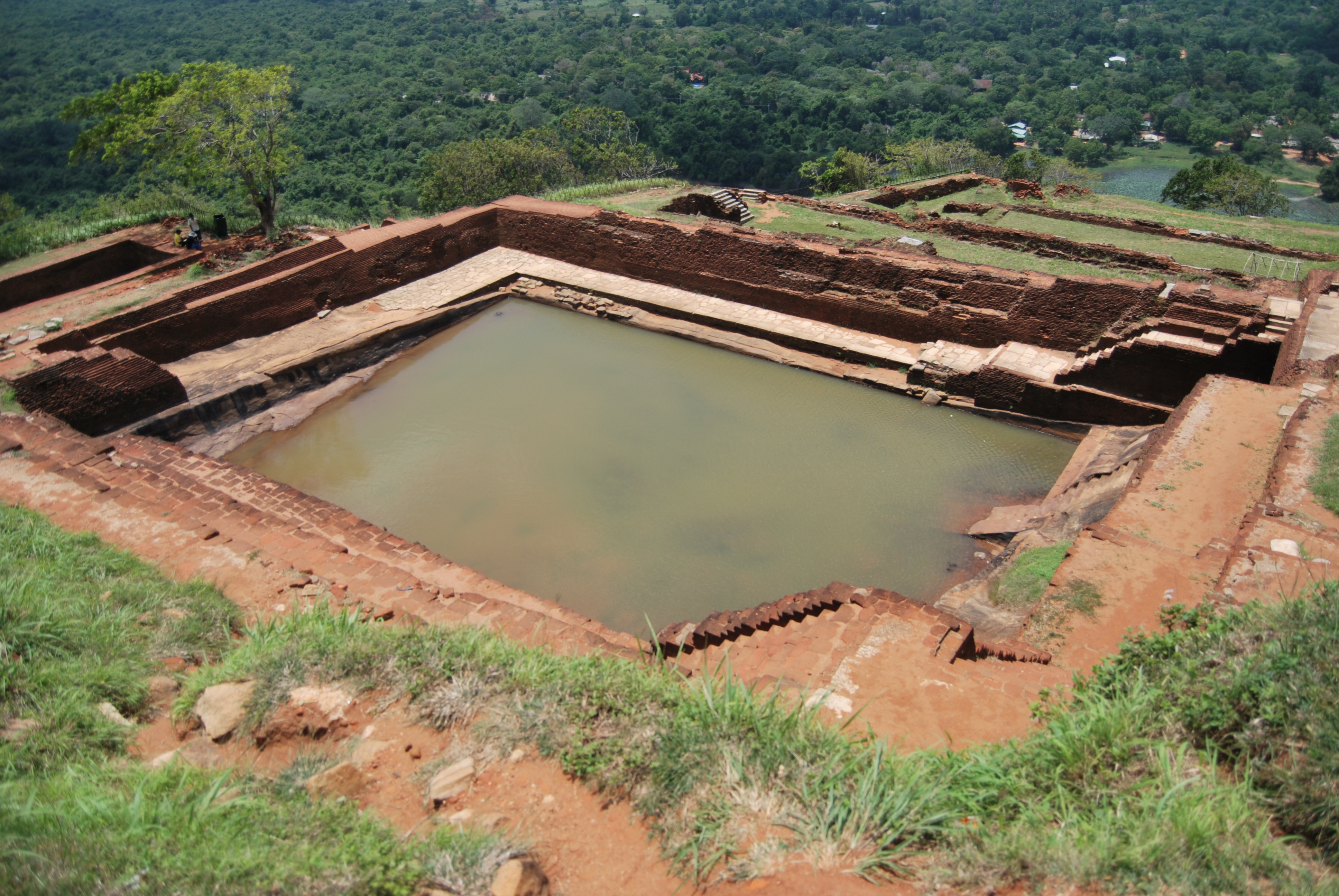 Víztározó a Sigiriya egyik teraszán