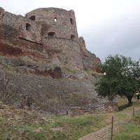Három közeli felvidéki vár: Beckó, Csejte, Trencsén