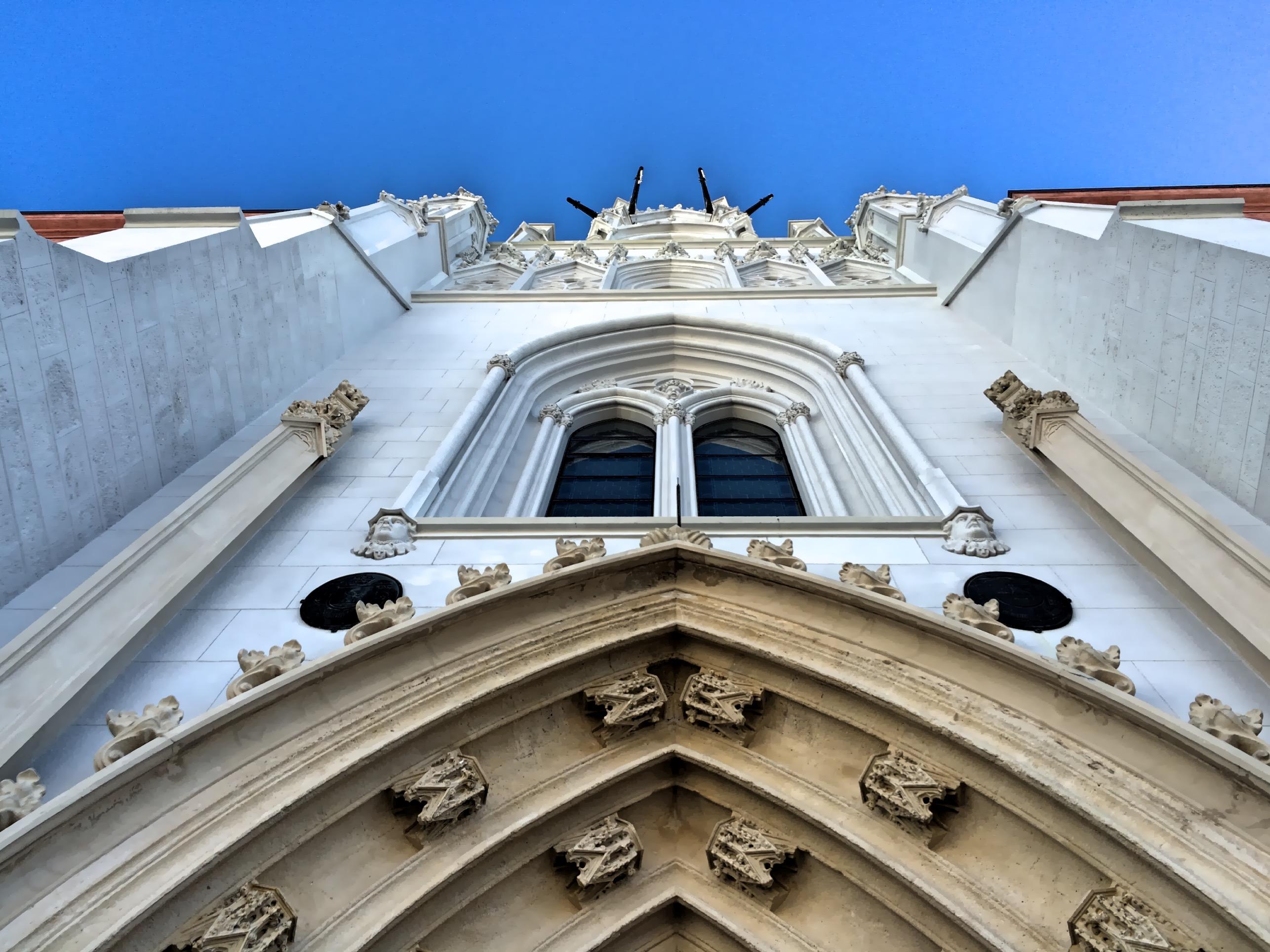 A Bazilika és a kék ég