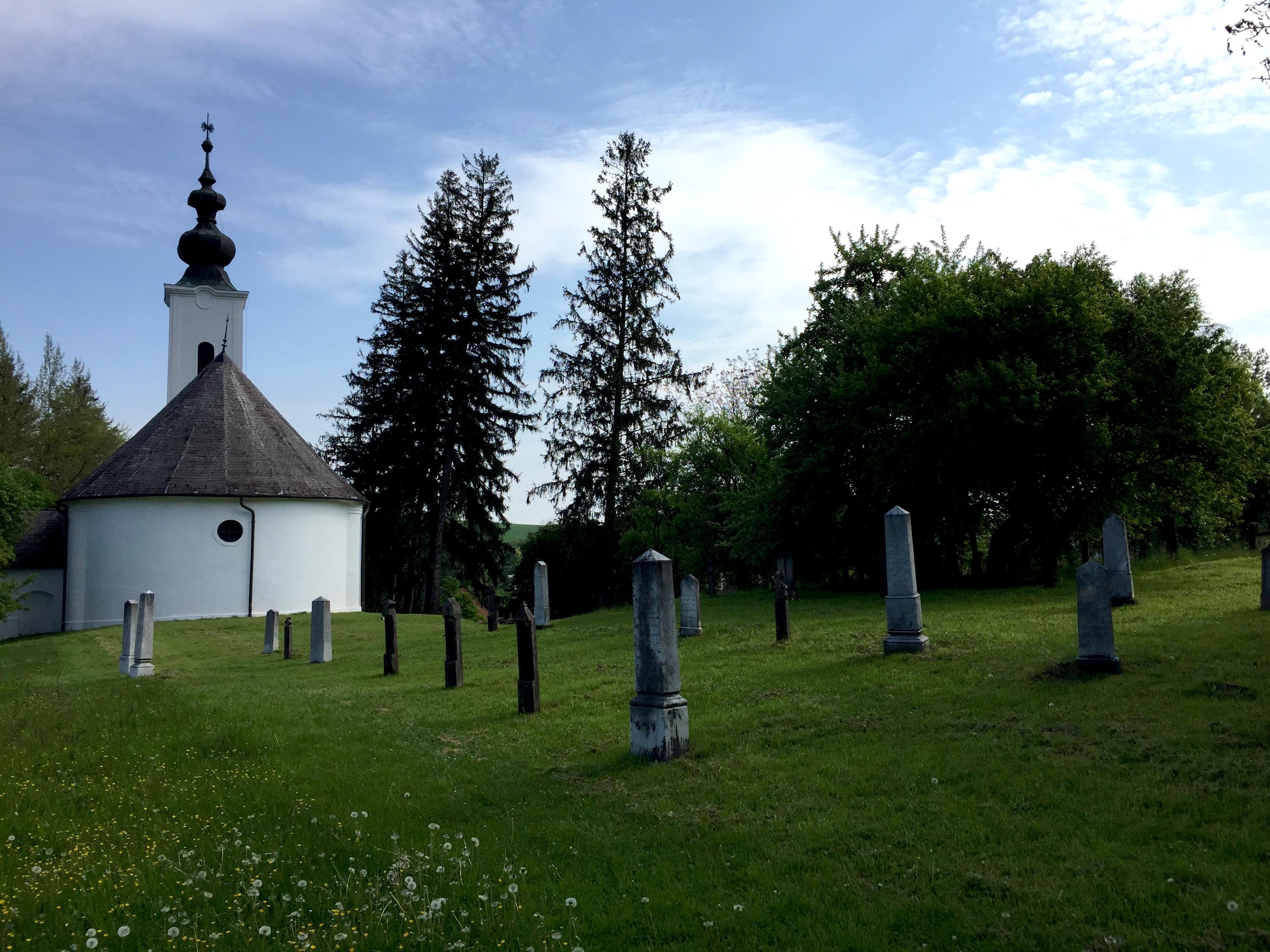Templom és temető a Szennai skanzenben