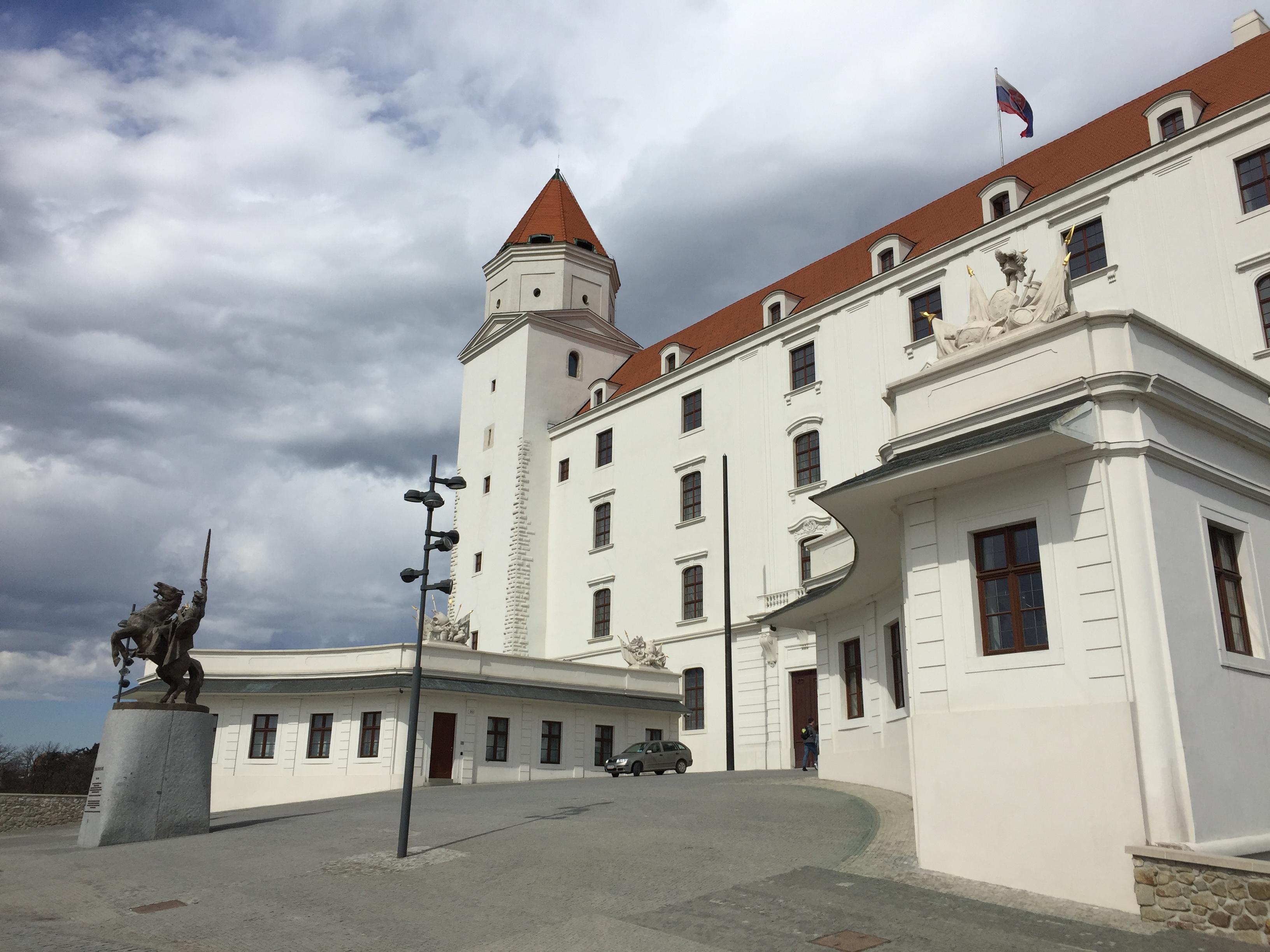 a Vár és a koronaőrző torony