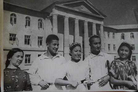 1939: A Tádzsik Orvostudományi Főiskola első diákjai